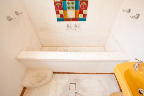 Concreate bath tub