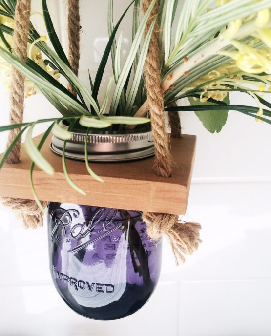 purple-hanging-vase_closeup_concreate